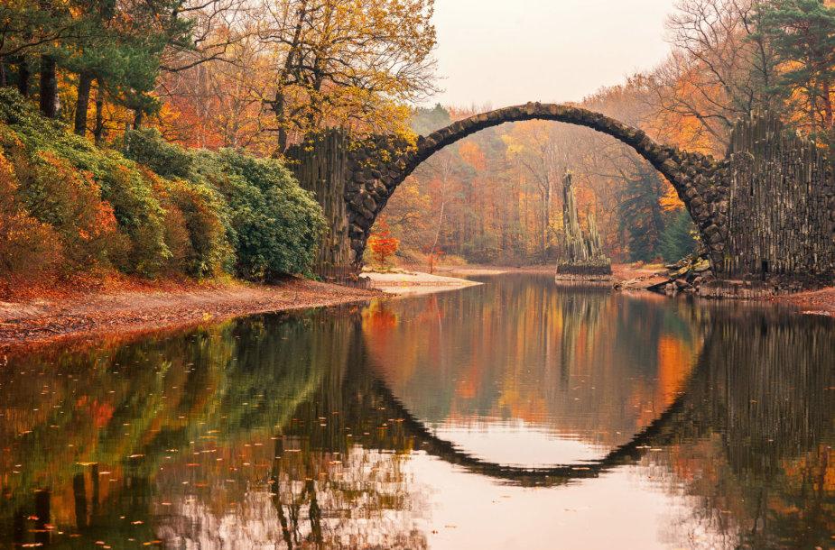 Rakotzbrücke, dar žinomas kaip Devil's Bridge (Velnio tiltas)