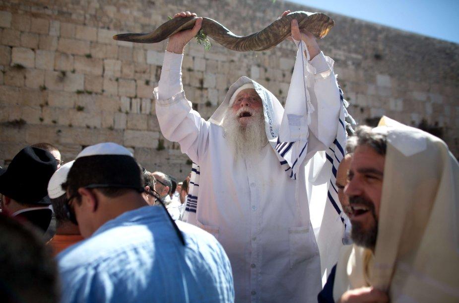 Velykų šventės pamaldos prie Vakarų (Raudų) sienos Jeruzalėje.