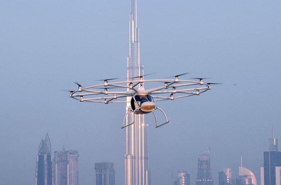 """Dubajuje išbandytas pirmasis autonominis skraidantis taksi """"Volocopter"""""""