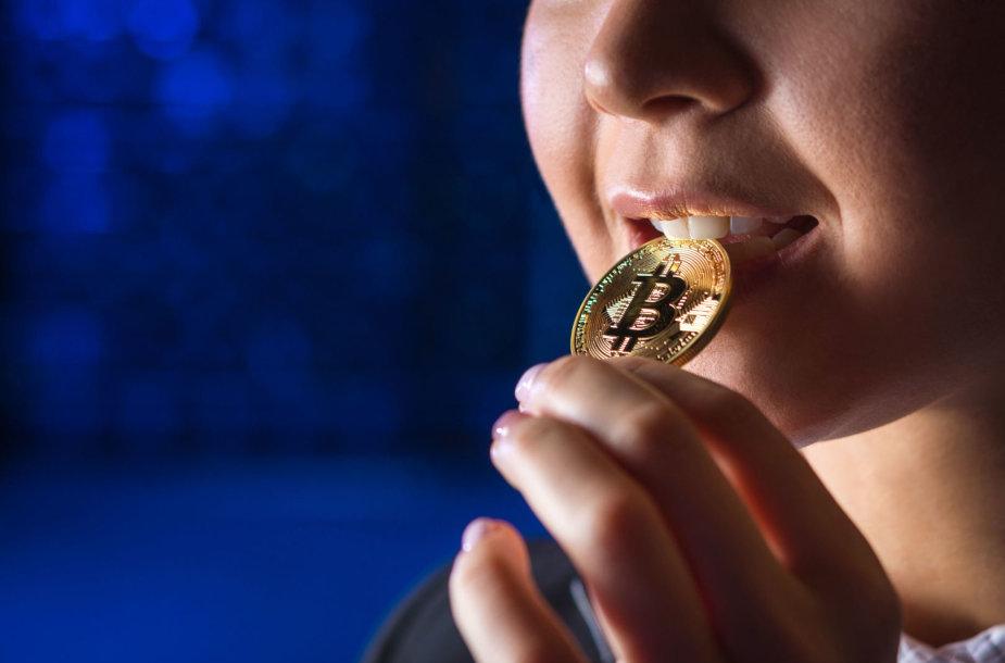Mergina kanda bitkoiną