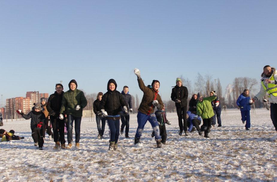 Klaipėdoje surengtas pirmasis sniego gniūžčių mūšis.