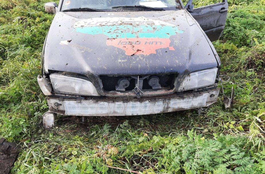 Jaunuolis su vogtu automobiliu nulėkė į griovį