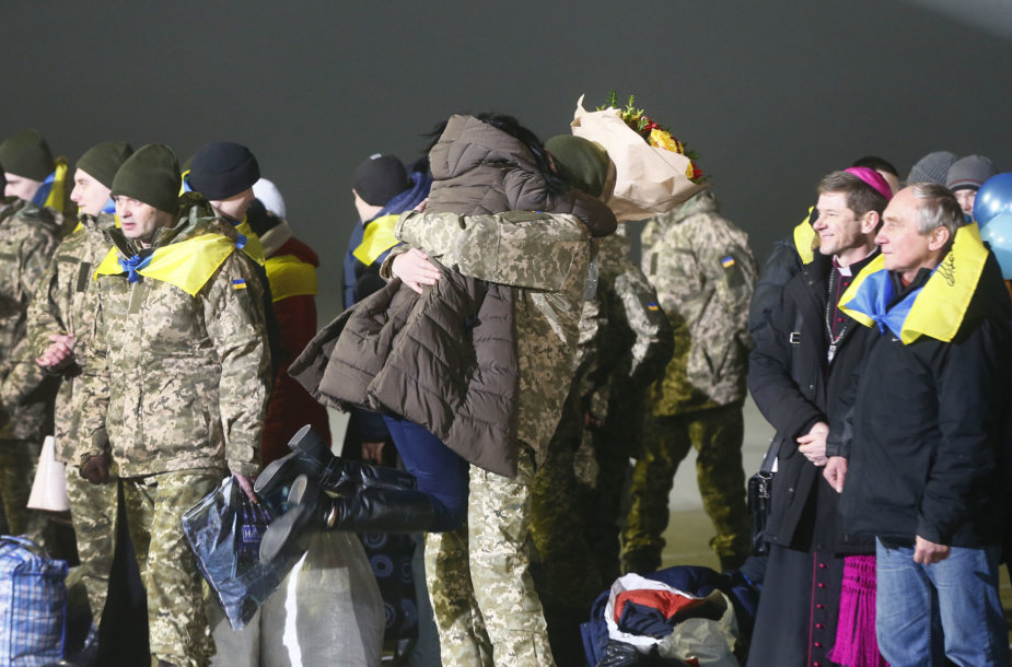 Į Ukrainą sugrįžę politiniai kaliniai