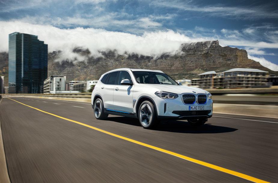 """BMW iX3"" visureigis"