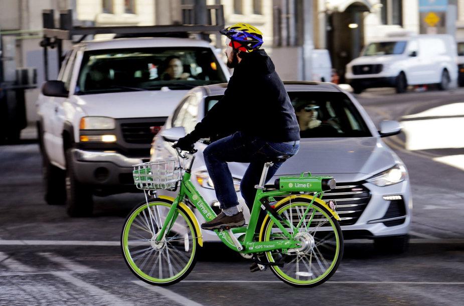 Taline užsimušė elektriniu dviračiu važiavęs vyras