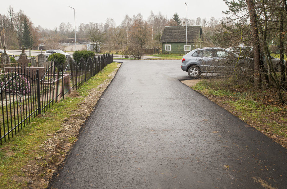 Naujai asfaltuota gatvė Trakuose