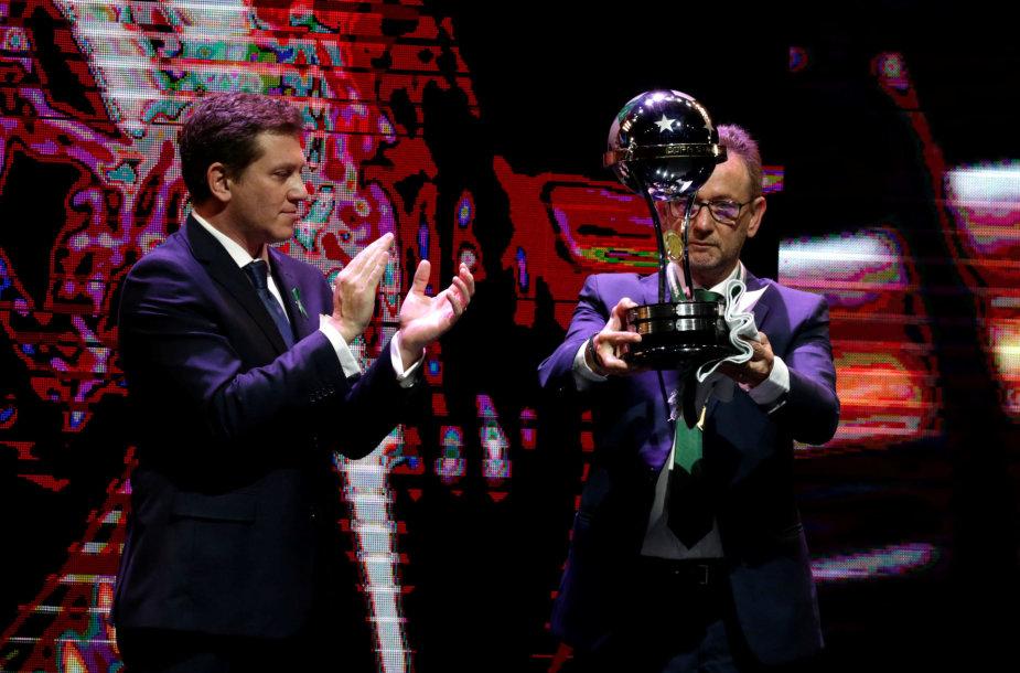 """""""Chapecoense"""" prezidentas atsiėmė """"Copa Sudamericana"""" trofėjų"""
