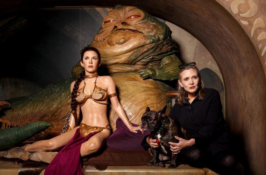 """Carrie Fisher su savo vaškine figūra """"Madame Tussauds"""" muziejuje"""