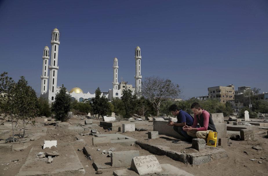 Pilietinio karo draskomame Jemene jaunimas nebemato savo ateities