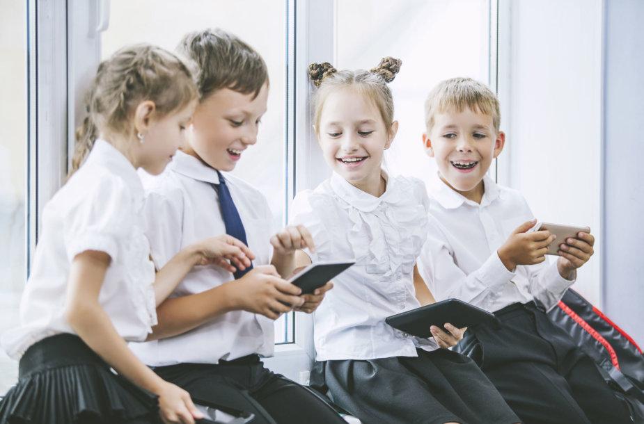 Vaikai per pertrauką mokykloje