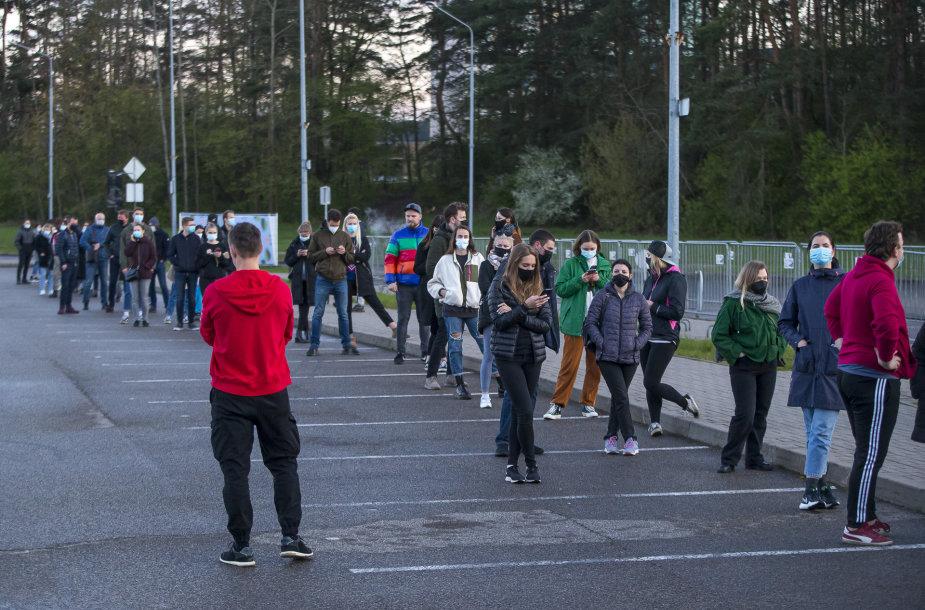 Vilniuje – pusvalandį trukusios lenktynės dėl šimto likusių vakcinų