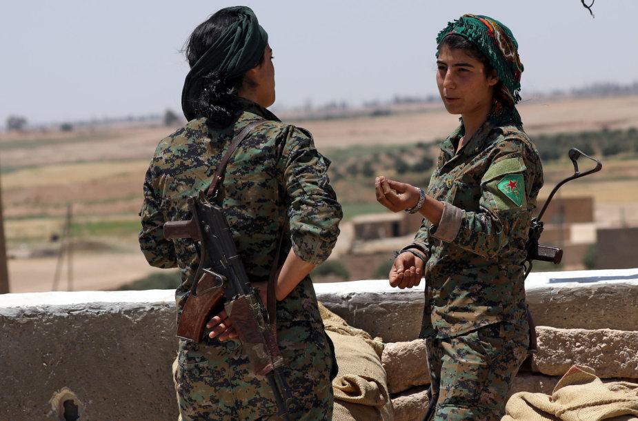 Kurdų kovotojos mūšyje dėl Rakos