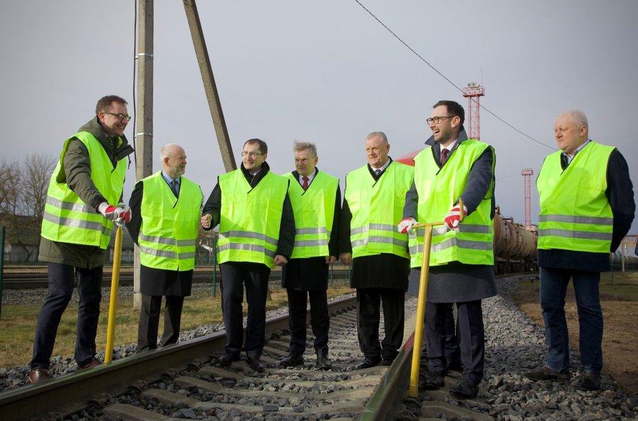 Atstatytu Rengės ruožu pajudėjo pirmasis krovininis traukinys