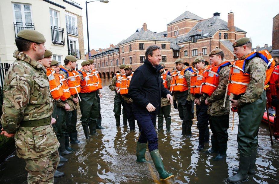 Davidas Cameronas potvynių nusiaubtame Jorke