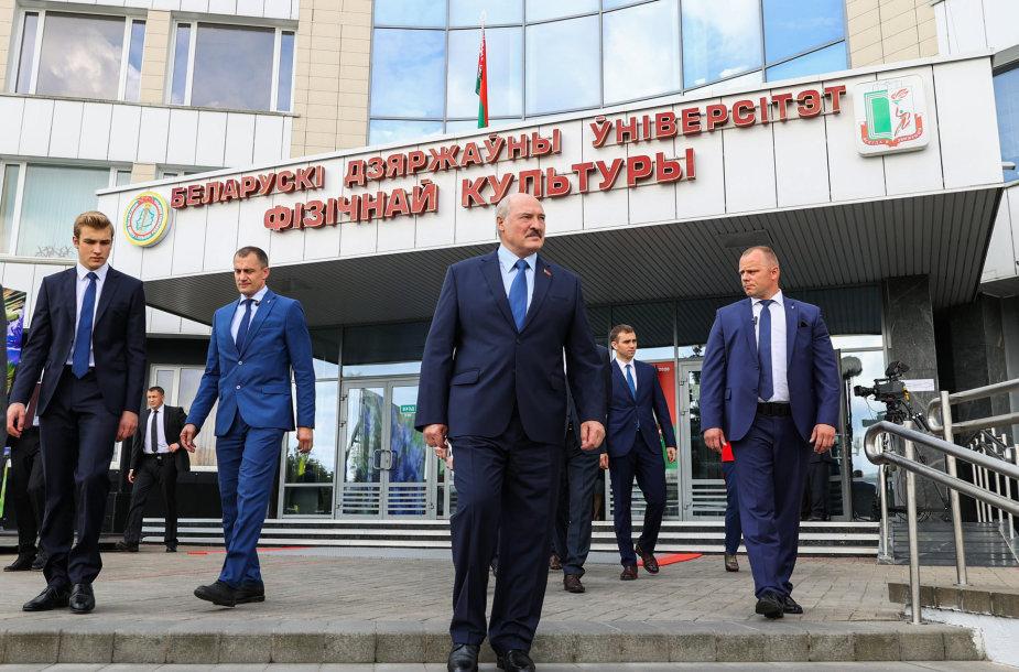 Aliaksandras Lukašenka balsavo Baltarusijos prezidento rinkimuose