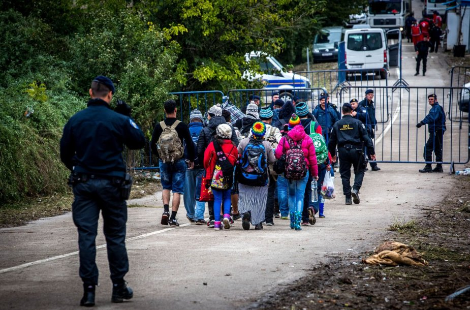 Migrantai Serbijos - Kroatijos pasienyje