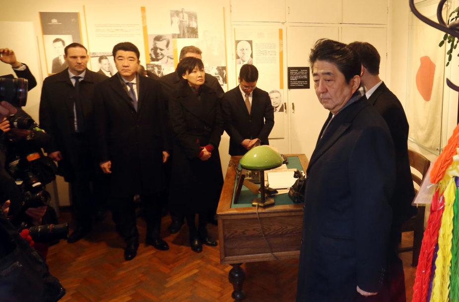 Kaune lankosi Japonijos ministras pirmininkas Shinzo Abe
