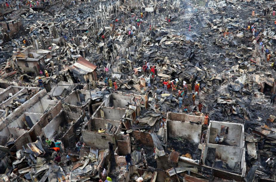 Sudegęs lūšnynas Dakos priemiestyje