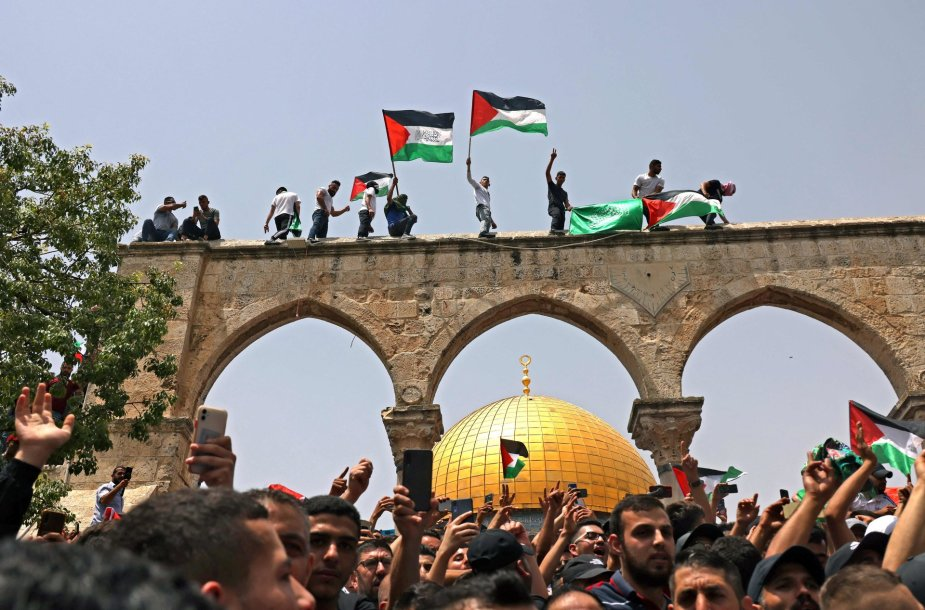 Palestiniečiai prie Al Aksos mečetės