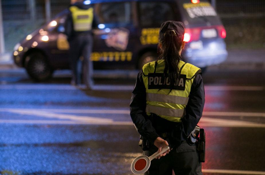 Naktinio kelių policijos reido Vilniuje akimirka
