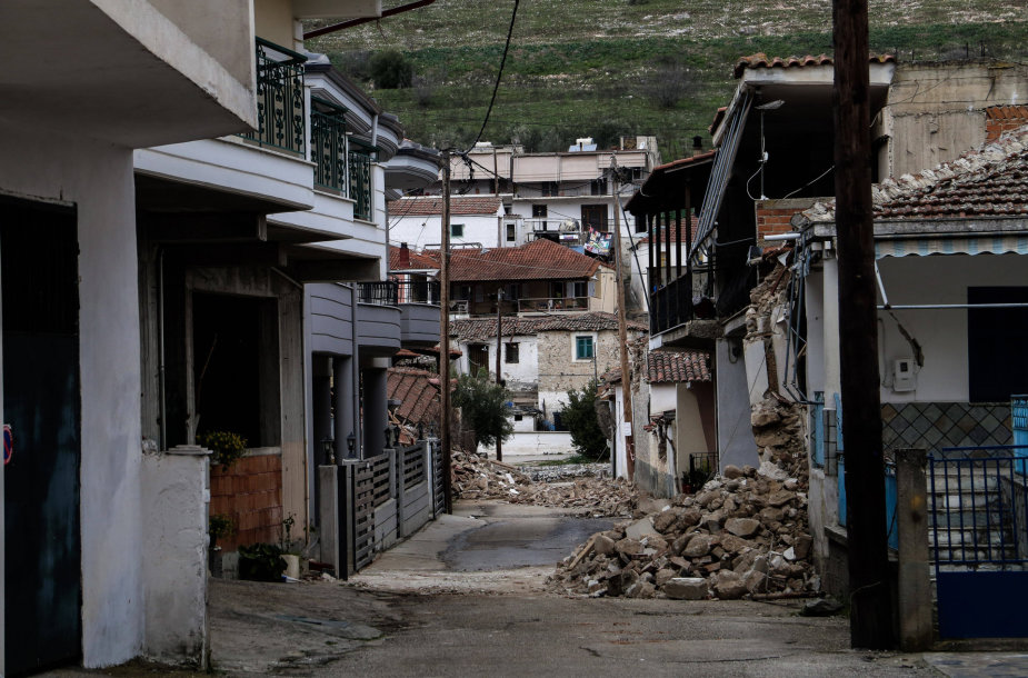 Graikijoje per žemės drebėjimus apgriauti namai