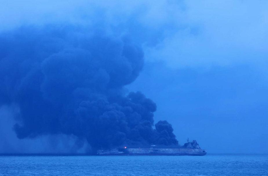 Prie Kinijos krantų degantis Irano tanklaivis