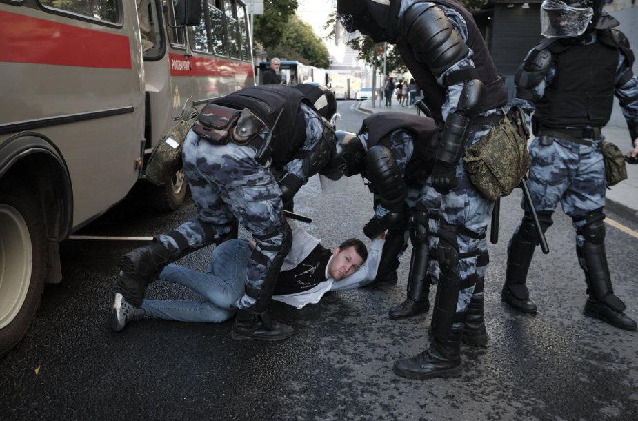Policija sulaiko protestuotoją Maskvoje