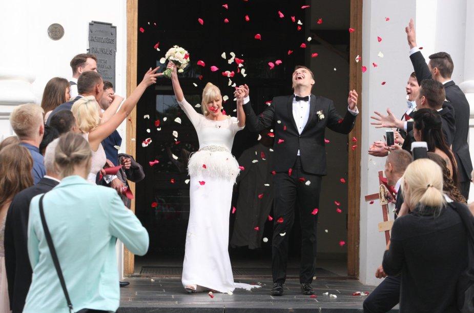 Maratoninkė Remalda Kergytė Šiauliuose ištekėjo už krepšininko Deivido Dauskurdžio