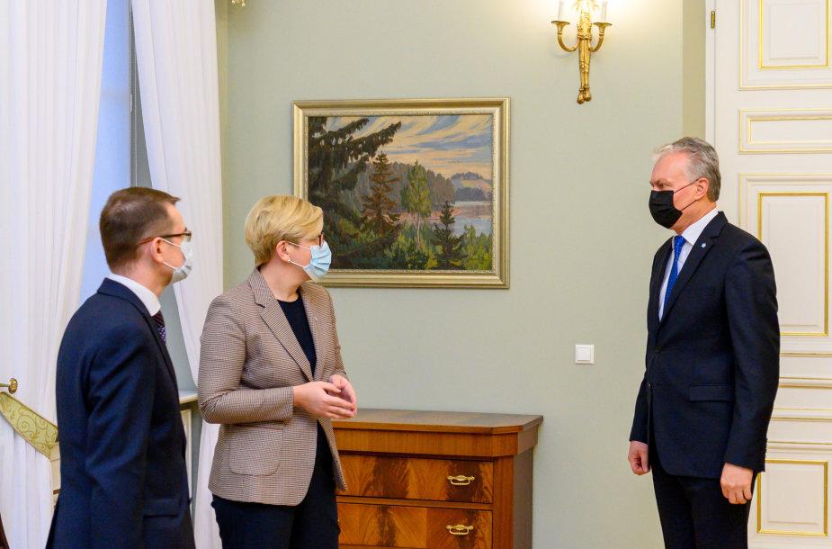 Prezidentas susitiko su Ministre Pirmininke Ingrida Šimonyte ir sveikatos apsaugos ministru Arūnu Dulkiu