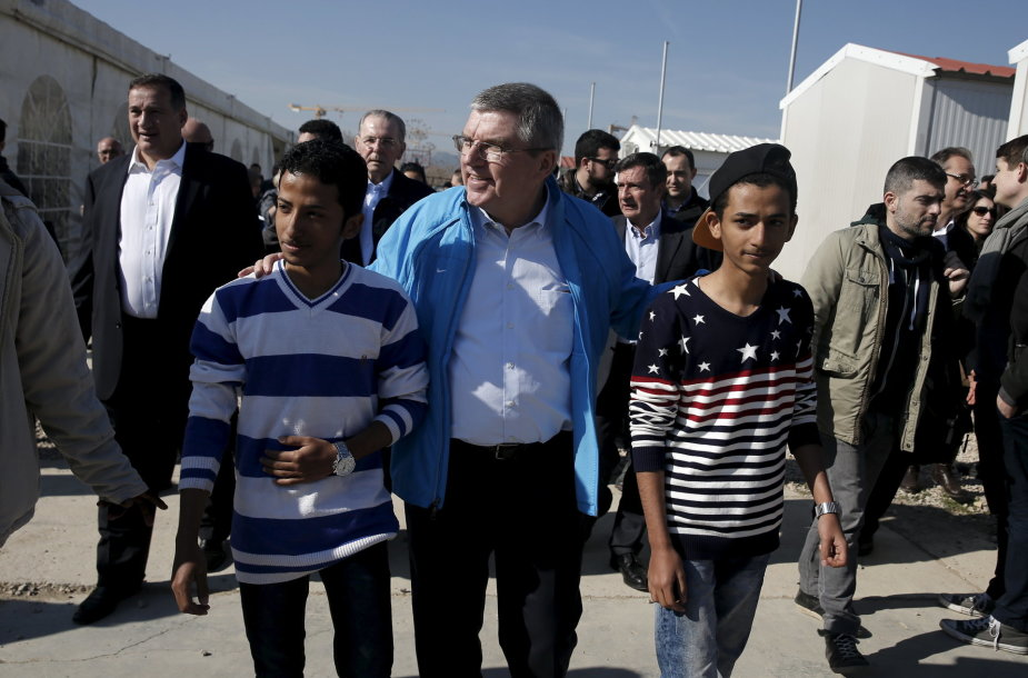 Pabėgėlių stovykloje Atėnuose apsilankęs IOC prezidentas Thomasas Bachas