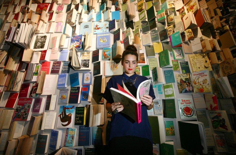 Knygų lentyna parduotuvėje Londone