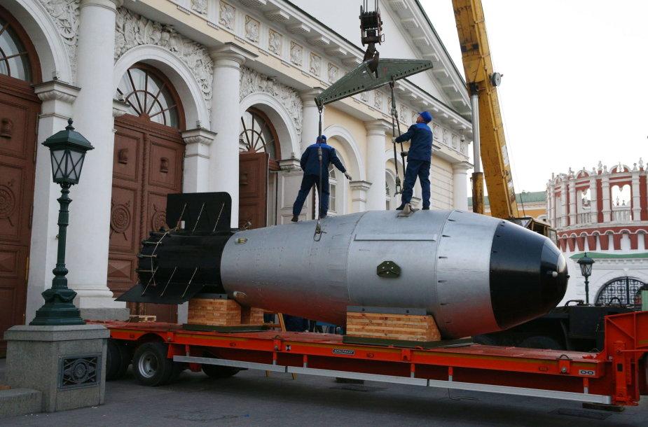 """""""Bombos Caro"""" natūralaus dydžio maketas Rusijoje gastroliuoja po parodas"""