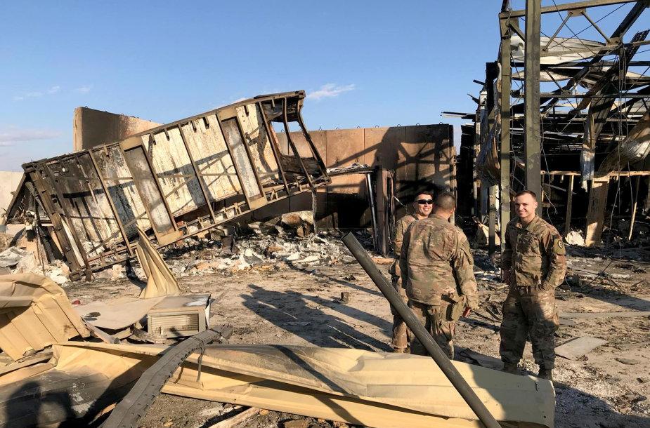 Al Asado karinė bazė Irake po Irano raketų atakos