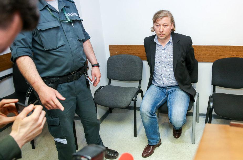 Į teismą atvesdintas tragiškos avarijos kaltininkas Raimundas Savukynas