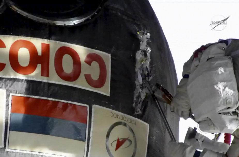 """Erdvėlaivis """"Sojuz"""" buvo apžiūrėtas iš išorės"""