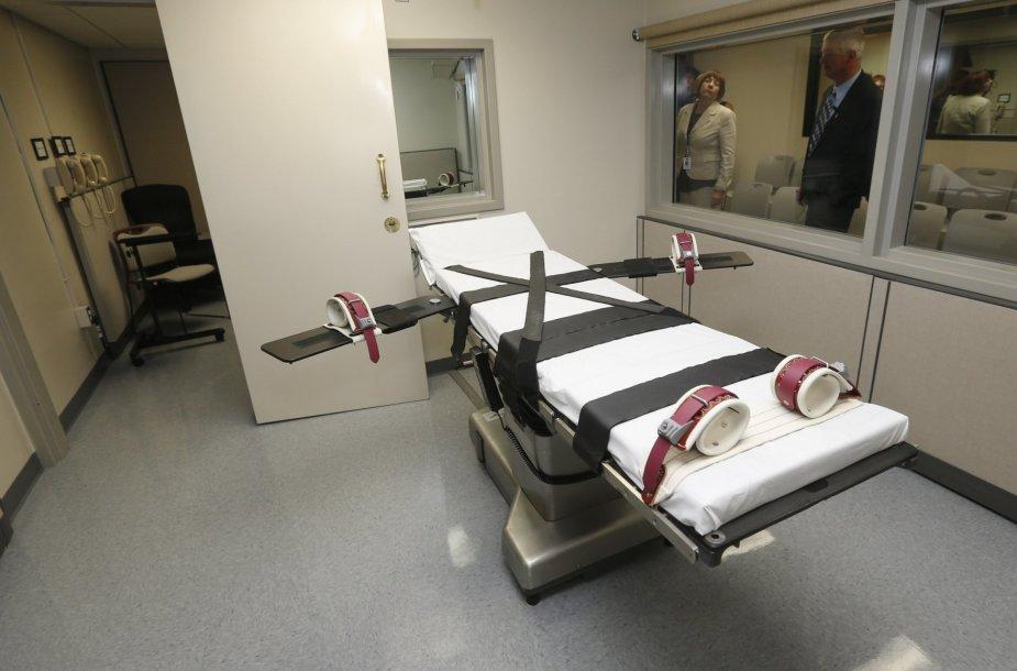 Mirties bausmės atlikimo kamera JAV