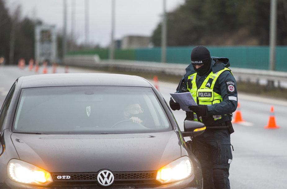 Policijos patikros postas prie įvažiavimo į Vilnių