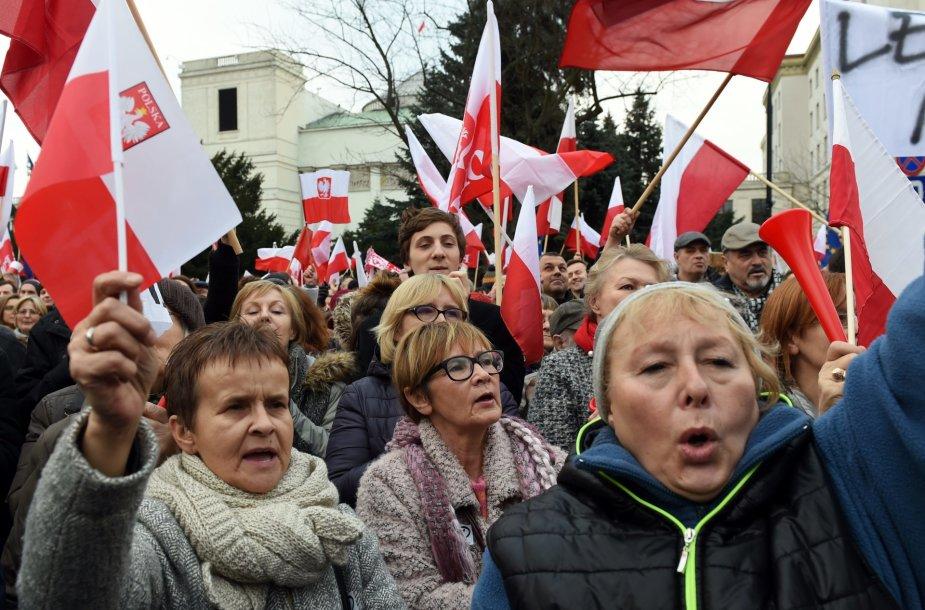 Lenkijoje – mitingas prieš vyriausybę