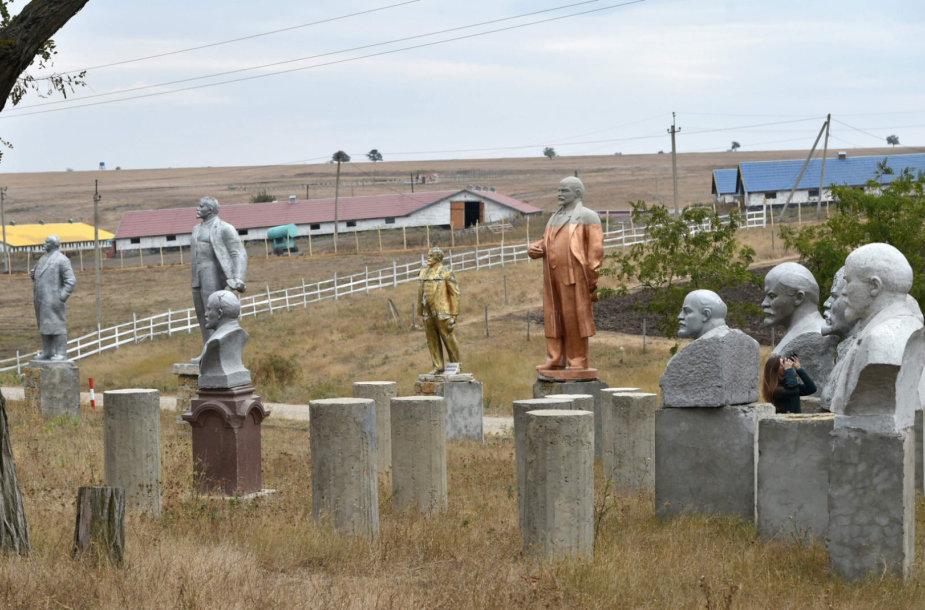 V.Lenino statulos dabar atsidūrusios muziejuose po atviru dangumi