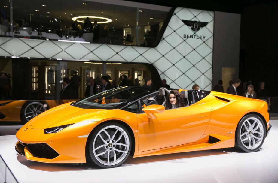 """""""Lamborghini"""" stendas Frankfurto automobilių parodoje"""
