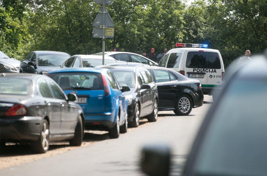 Policijos pareigūnai uždarė kelią prie Žaliųjų ežerų