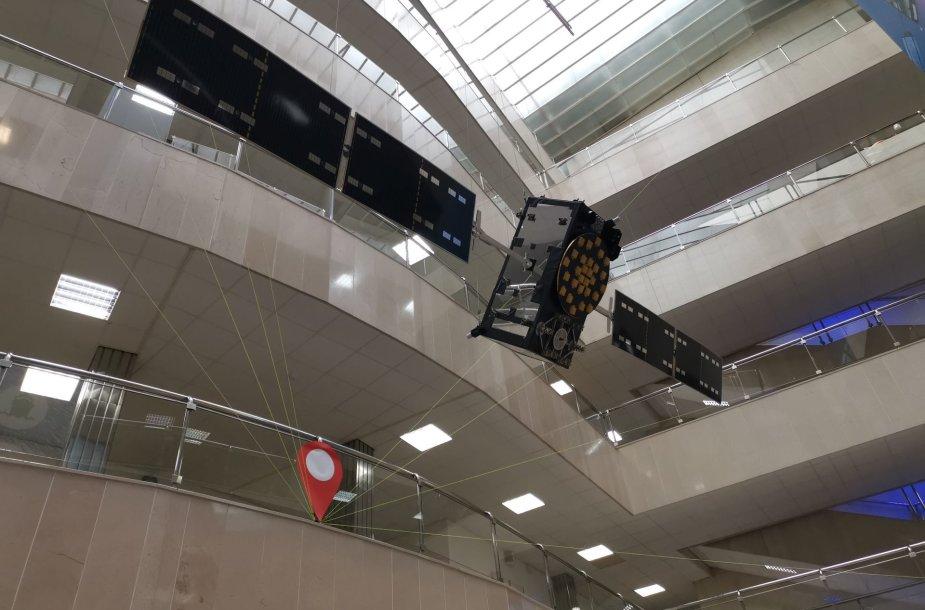 """Sumažinta """"Galileo"""" palydovo kopija GSA pagrindiniame biure Prahoje"""