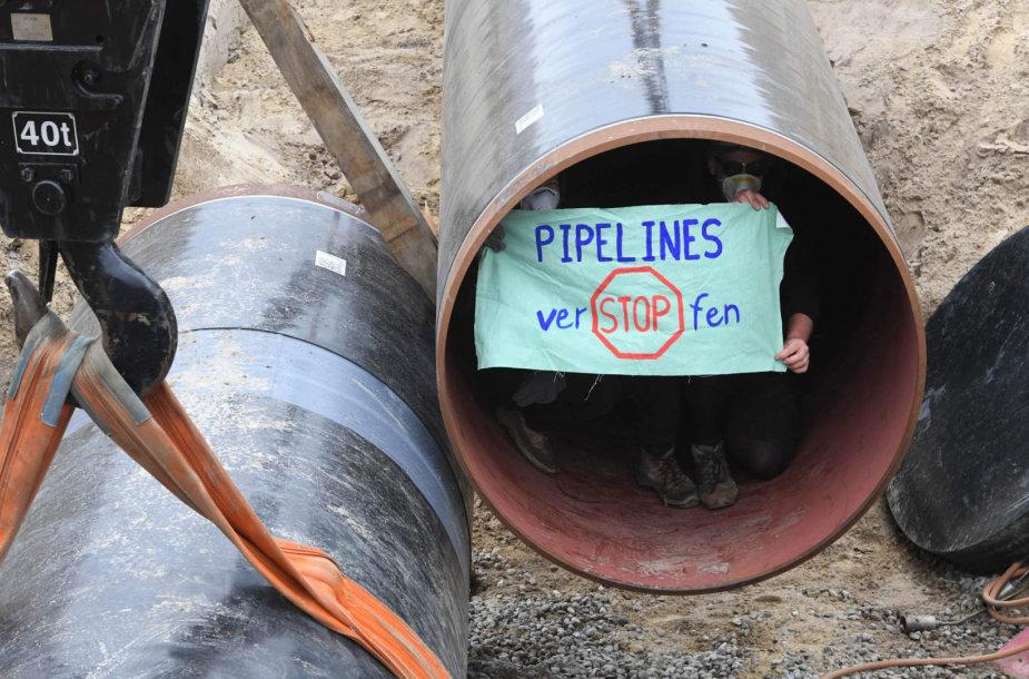 """Prieš """"Nord Stream 2"""" protestuojantys aktyvistai užėmė statomo dujotekio atkarpą"""