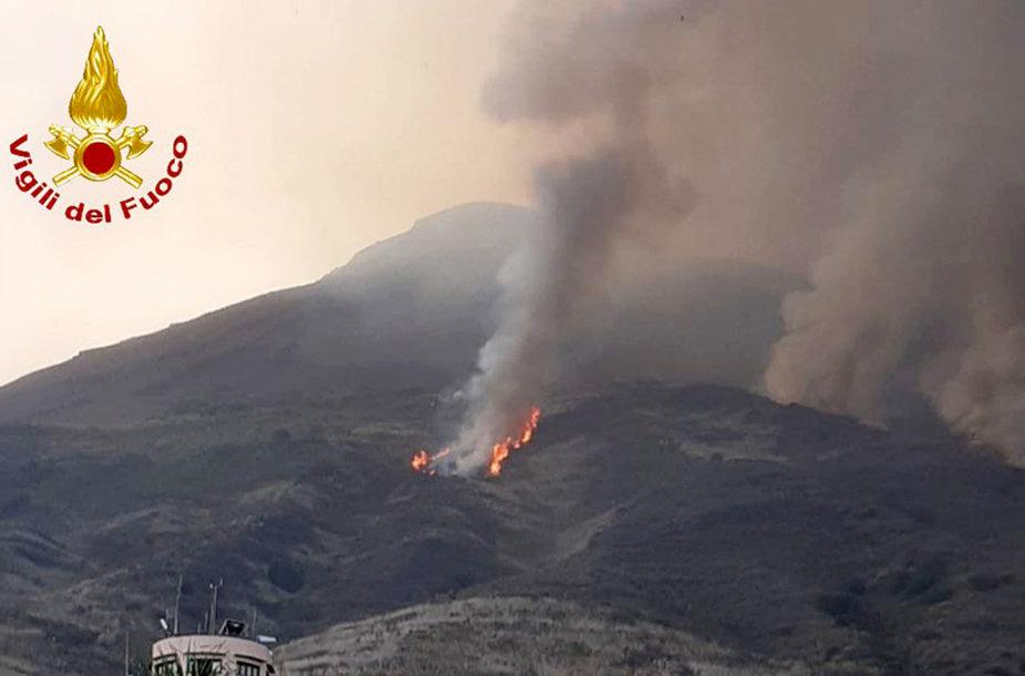 Italijos Strombolio saloje išsiveržė ugnikalnis