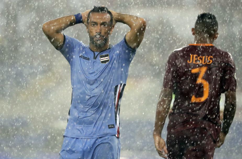 """""""Roma"""" ir """"Sampdoria"""" susitikimas sustabdytas dėl lietaus"""