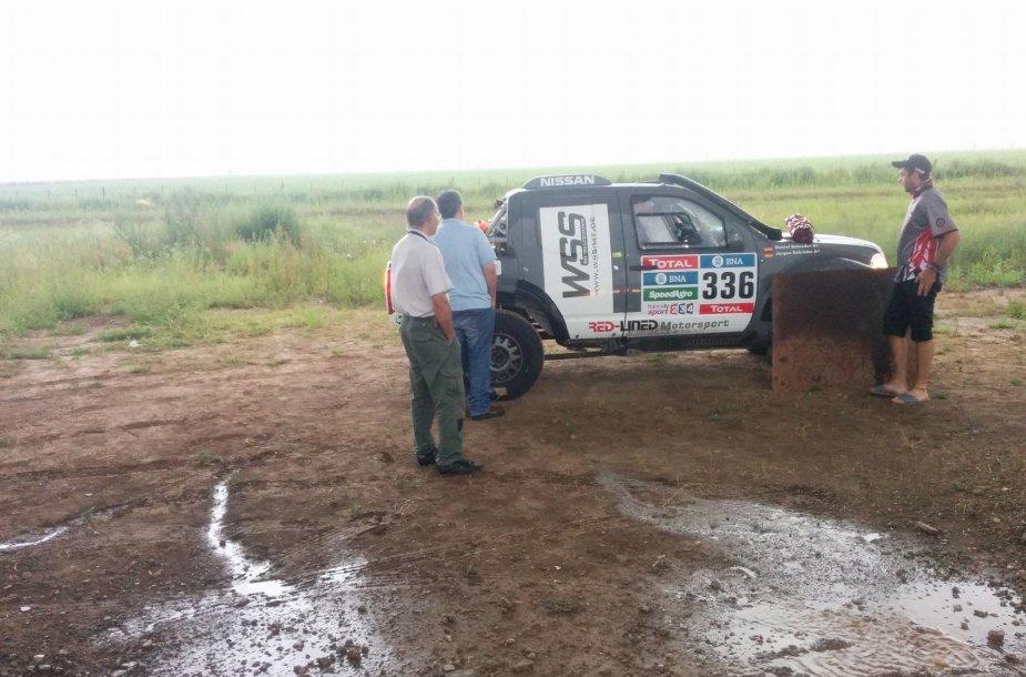 Dakaro etapo sekmadienį apylinkės per lietų