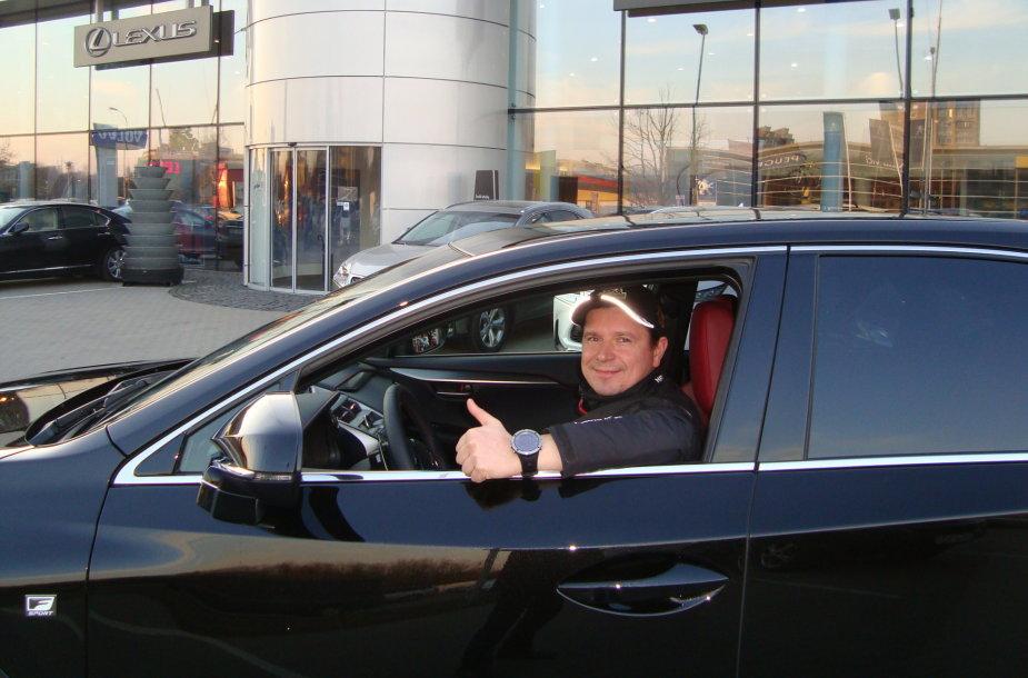 """Antanas Juknevičius prie """"Lexus NX200t"""" vairo"""