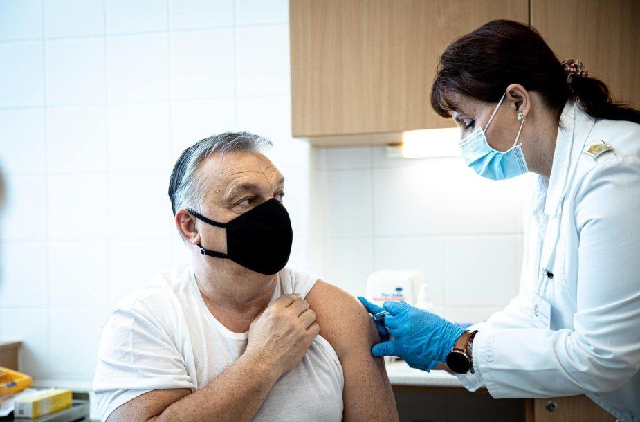 Viktoras Orbanas paskiepytas kiniška vakcina.