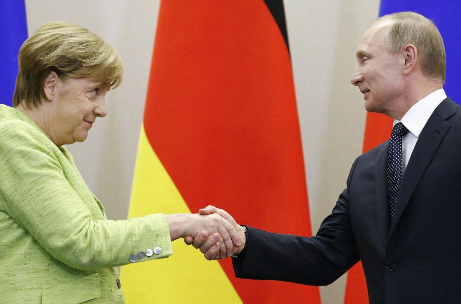 Angela Merkel ir Vladimiras Putinas Sočyje