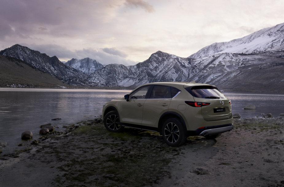 """""""Mazda"""" atnaujino populiarųjį miesto visureigį CX-5"""